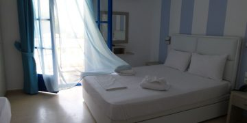 Double bed - Hotel Paraktio Review