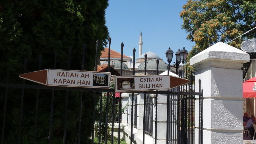 Directions to tourist attractions in the Old Bazaar Skopje from the Murat-Pasha-Mosque.