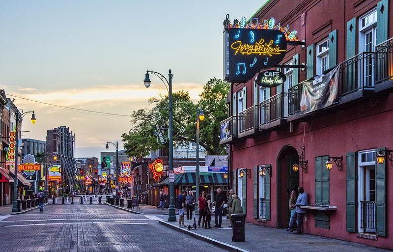 Local restaurants and bars in Memphis, TN