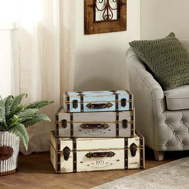 Vintage Traveler Wall Shelf Décor Ideas
