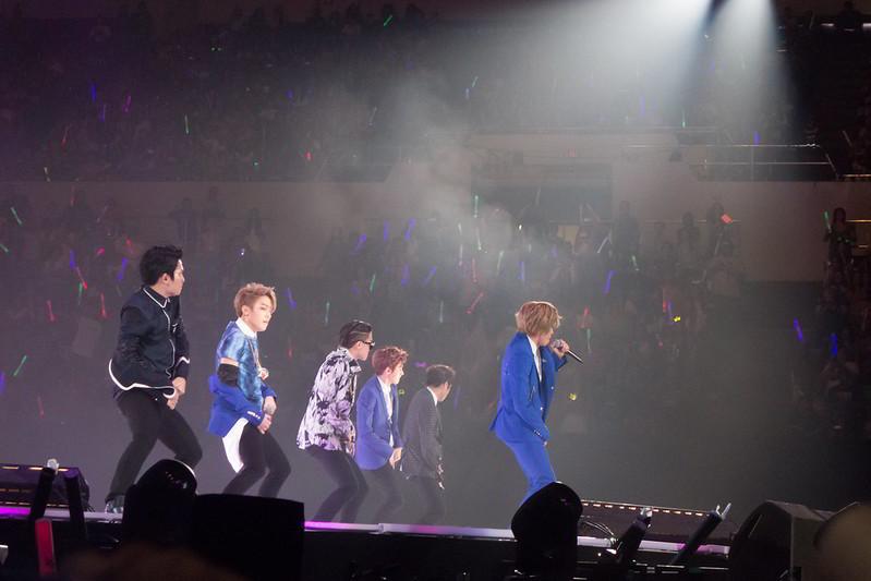 Kpop concert idols
