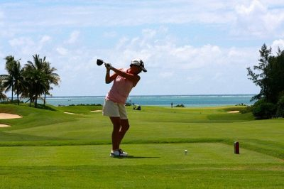 Tips for golfing when on vacation